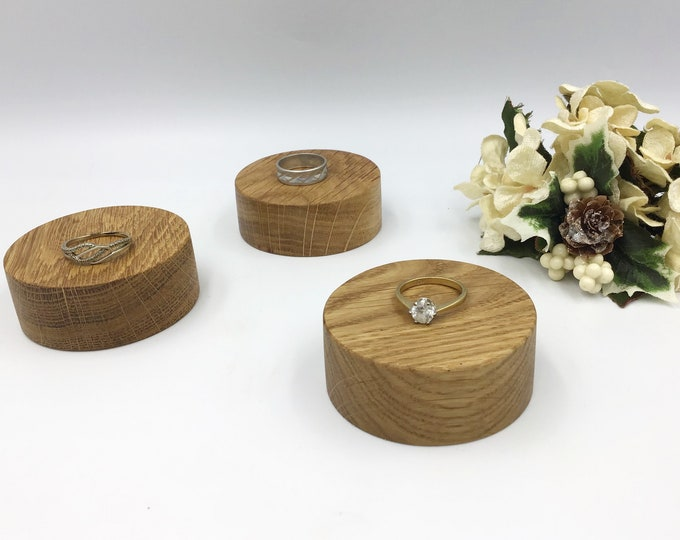 Set of 3 x 6cm Circle Oak wood display plinths. Wooden display stand / base for crystals, ornaments etc. Light Oak wood jewellery riser