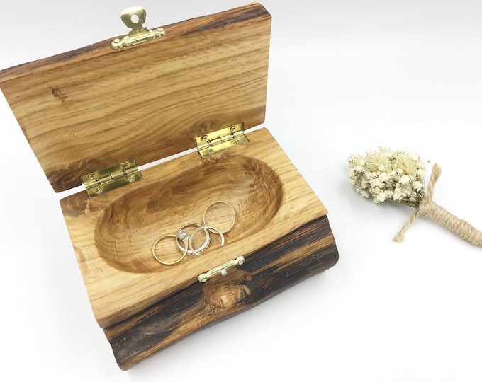 Jewellery box. Wooden jewelery box. Treasure chest. Ring / Earring / Charm box. Weathered ancient oak heartwood. Heirloom Luxury Bedside box