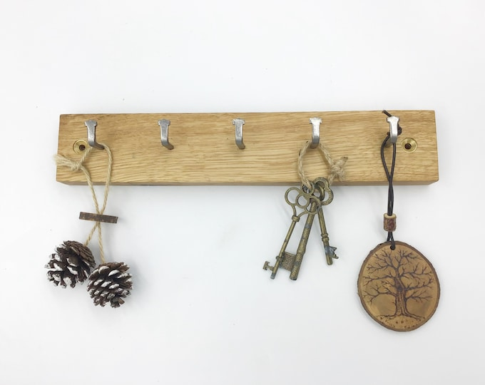 Key rack - 5 hook Oak wall rack - Long / Large - Simple, stylish Oak Wall Plaque with hanging hooks - Solid Oak - for your keys. Sustainable
