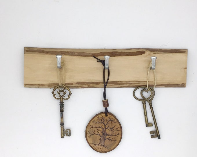 Key rack - Live edge hazel wood - 3 hooks - Wooden log slice - Simple tree branch key holder - Wall mounted - Versatile  rack for dog leads