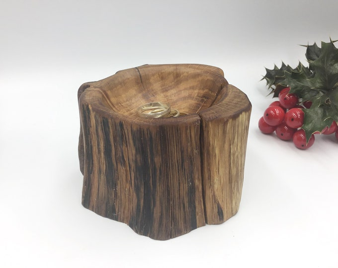 Ring bowl - Hand carved ring dish - Ancient Oak wood - Primitive / vintage style - Rustic bedroom ring dish / tray - Christmas gift idea