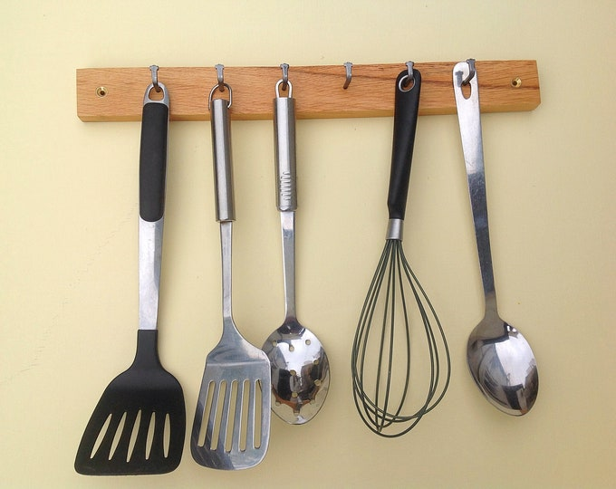 Utensil rack. Oak wood kitchen storage. Wall mounted. Sustainable wooden wall rack. 6 Pegs / Hooks. Woodland kitchen spoon organiser display