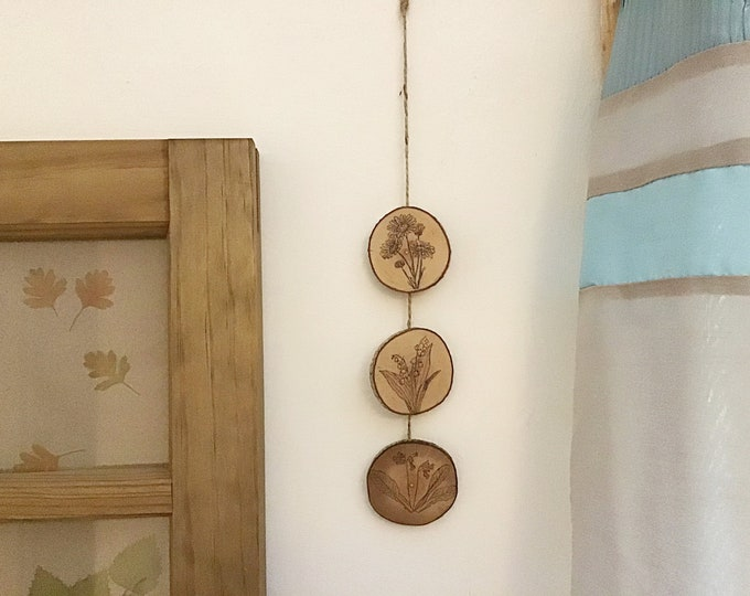 Flowers wall hanging - Handmade Pyrography / Wood Burning - Wood discs & bark - 3 flowers Daisy Snowdrops Cowslips - Wall decor bunting art