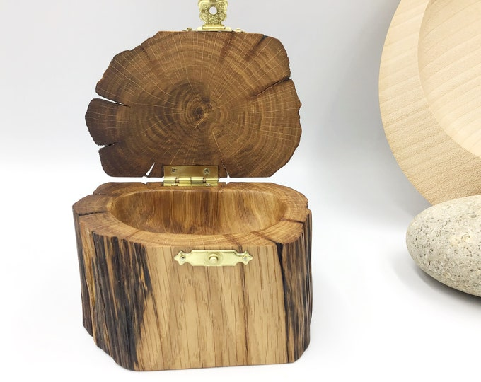 Jewellery box. Ancient Oak wood. Treasure chest Ring / Earring / Charm box. Perfect Grandmother / Mother / Nan / Mum gift. Hand carved