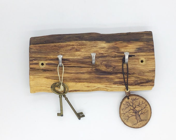 Wood Key Rack - Oak wall key rack - 3 hooks - Solid Oak heartwood - Wall mounted With hanging hooks / pegs - Woodland decor. Rustic Home