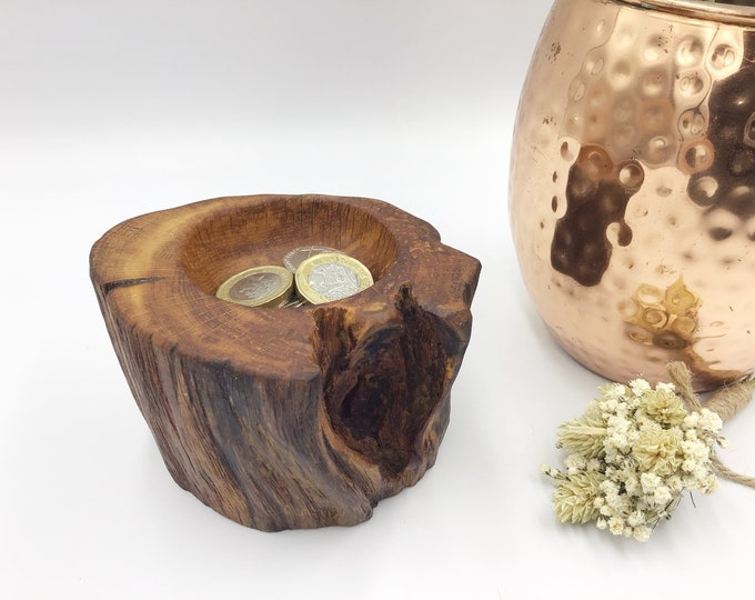 Hand carved bedside Jewellery bowl / dish / tray. Ring or trinket dish. Natural oak wood display dish. Heirloom trinket display. Wooden gift