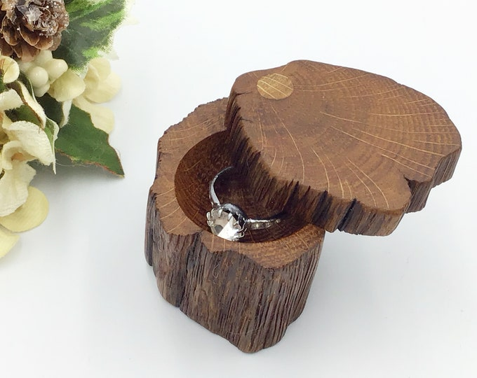 Ring Box - Engagement Ring Holder – Special Ring Box - Live Edge Wooden Ring Box - Ancient Oak Wood – Hand carved - Proposal Presentation