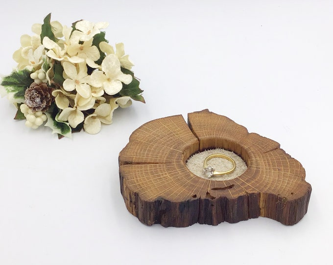 Bedside ring or trinket dish. Jewellery bowl / dish / tray. Oak keepsake dish. Cream / grey suede protective inlay. Stylish Christmas gift