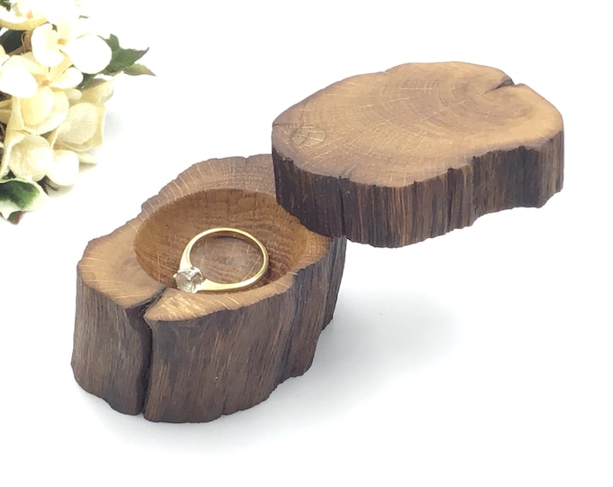 Engagement Ring Box - Natural Wood Proposal Box - Ring Holder - Ring Box - Hand carved ring dish – Luxury 'Marry Me' Box from primitive Oak