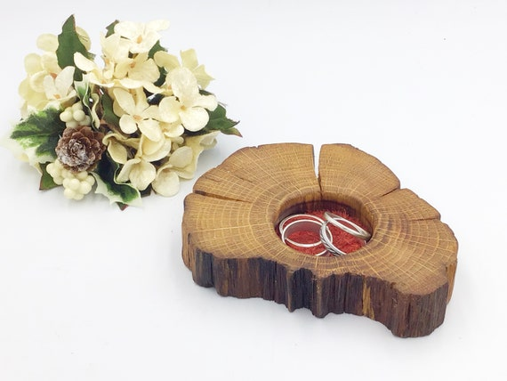Bedside ring or trinket dish. Jewellery bowl / dish / tray. Natural oak. Valentine gift? Wooden display dish. Red suede protective inlay