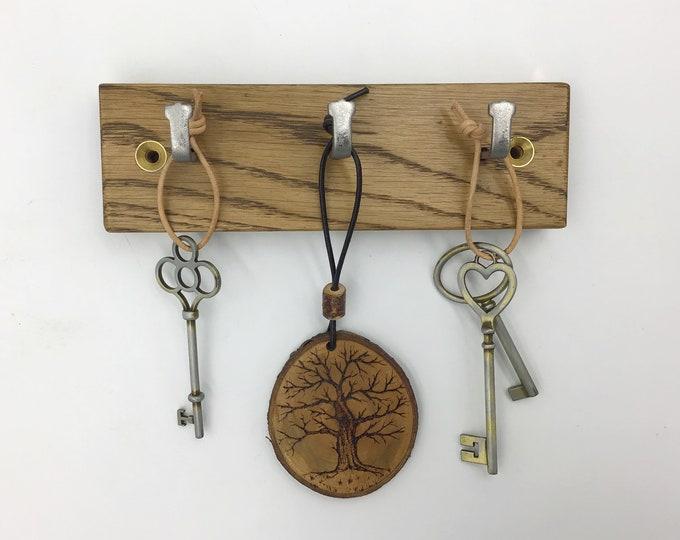 Dark Oak Key Rack - 3 hook wall mounted - 16cm wide - Natural sustainably-sourced Oak wood - Wall mounted key hooks