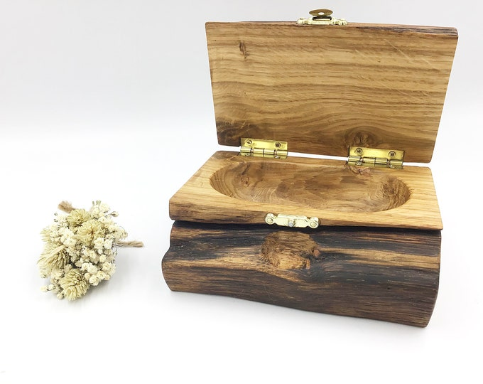 Jewellery box. Ancient Oak wood. Wooden treasure chest jewellery box. Ring / Earring / Charm box. Heirloom Bedside box. Valentine gift