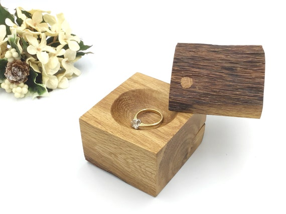 Heirloom ring box - Live edge wood ring box - Engagement ring holder - Classic / Luxury - Sustainable woodland engagement ring presentation