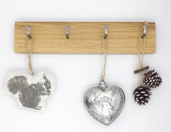 Key rack - 4 hook Oak wall rack - Simple, stylish Oak Wall Plaque with hanging hooks - Solid natural wooden slice for your keys. Sustainable