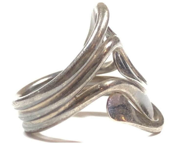 Vintage Ladies Sterling Silver Unique Design Ring Size 6.5 PATINA!