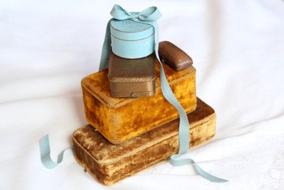 Antique Velvet Jewelry Box, Parure Presentation Ca