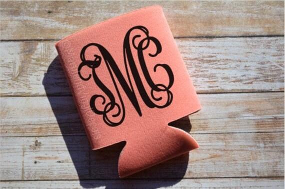 Monogramme peut plus froides, monogramme peut isolant, monogramme Can Cooler, monogramme cadeau, cadeau de demoiselles d'honneur, fête de mariage, personnalisés refroidisseur