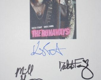The Runaways Signed Movie Film Script Screenplay X4 Autographs Kristen Stewart Dakota Fanning Michael Shannon Scout Taylor-Compton signature