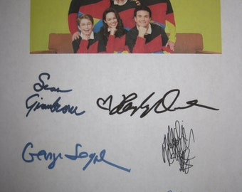 The Goldbergs Signed TV Screenplay Script Autographs Jeff Garlin Sean Giambrone George Segal Wendi McLendon-Covery Patton Oswalt Orrantia