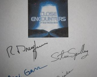 Close Encounters of the Third Kind signed Film Movie Script Screenplay Autographs Steven Spielberg Richard Dreyfuss Teri Garr Melinda Dillon