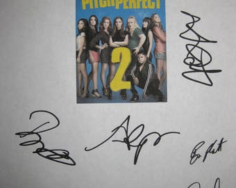 Pitch Perfect 2 Signed Movie Film Script Screenplay X10 Autograph Anna Kendrick Rebel Wilson Brittany Snow Skylar Astin Hana Mae Lee Camp