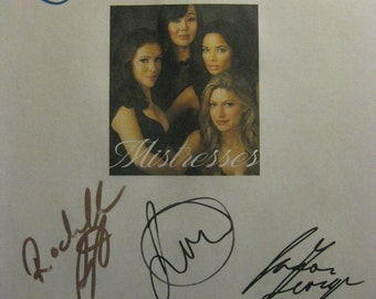 Mistresses Signed TV Script Screenplay Autographs Alyssa Milano Yunjin Kim Rochelle Aytes Jes Macallan Jason George John Schneider signature