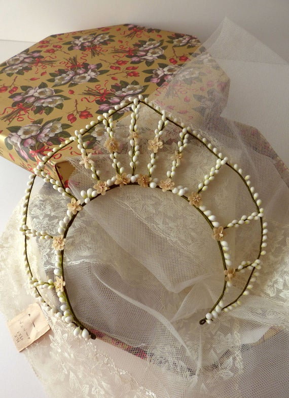 Parure de mariee vintage. Bridal headdress. UK 192