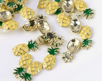 5 charms in the shape of pineapple in gilt and enamel 2,3cm / Fruit / Tropical