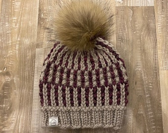 Ready to post, unique model tuque hand-knitted pom pom raccoon fur
