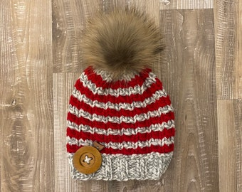 Ready to go, unique model tuque, hand-knitted raccoon fur pom pom