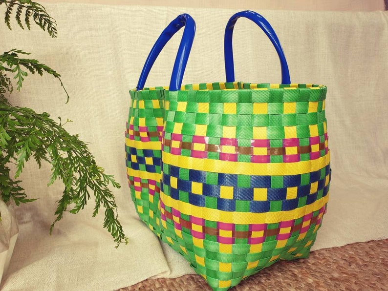 Summer bag green  gingam round woven tote bag Brightly woven recycled plastic strip beach bag A womens everything bag  Summer bag style 2019