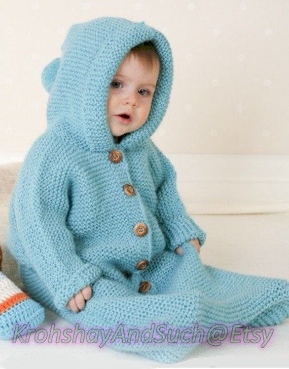2//3 yrs Knitting Pattern Cables Dk 1//3 mths Baby Sleeping Bag Bunting  Hood