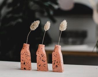 Grass stem vase in terrazzo