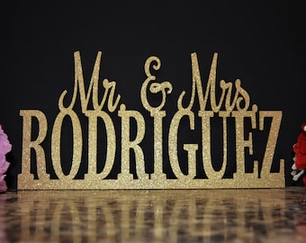 Wedding Name Sign - Mr and Mrs Sign - Custom Name sign - Mr & Mrs Wood Name Personalized Name Sign - Mr and Mrs Sweetheart Table Centerpiece