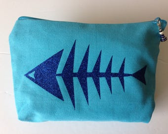 Turquoise cotton with a clutch stops fish