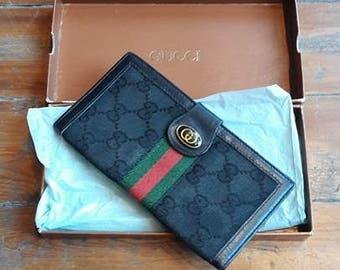 0d332aabe96 Vintage Authentic Black Gucci Wallet W Box