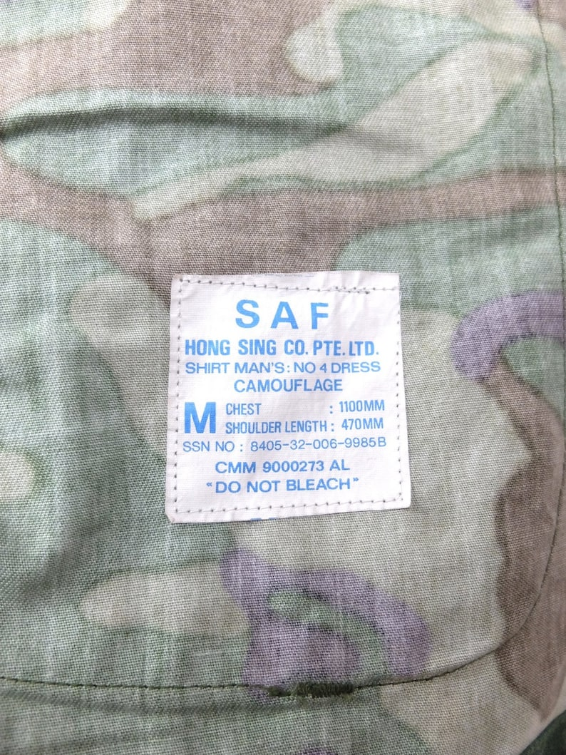 Vintage 80s Utilitarian Green Camouflage Military Button Down Collared Canvas Jacket