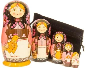 "Russian Nesting Doll - ""Russian Classical. Traditional Family."" - MEDIUM SIZE - 5 dolls in 1 - Hand Painted in Russia - Matryoshka Babushka"