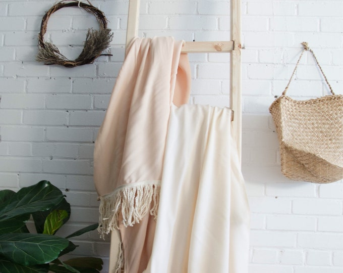 Peach with white fringes throw blanket