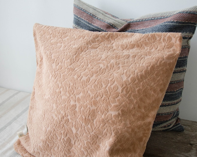 Decorative cushion cover. Pink velvet
