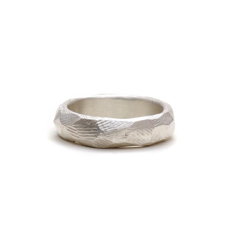 18ae837345 Verlobungsring Silber ohne Stein mit Hammerschlag   Etsy