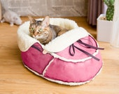 Moccasin Cat Bed in Lover Pink Special Unique Modern cat furniture, Cuddly Small Dog Bed, Bunny Rabbit Bed, Farmhouse Style. Cat Lover Gift