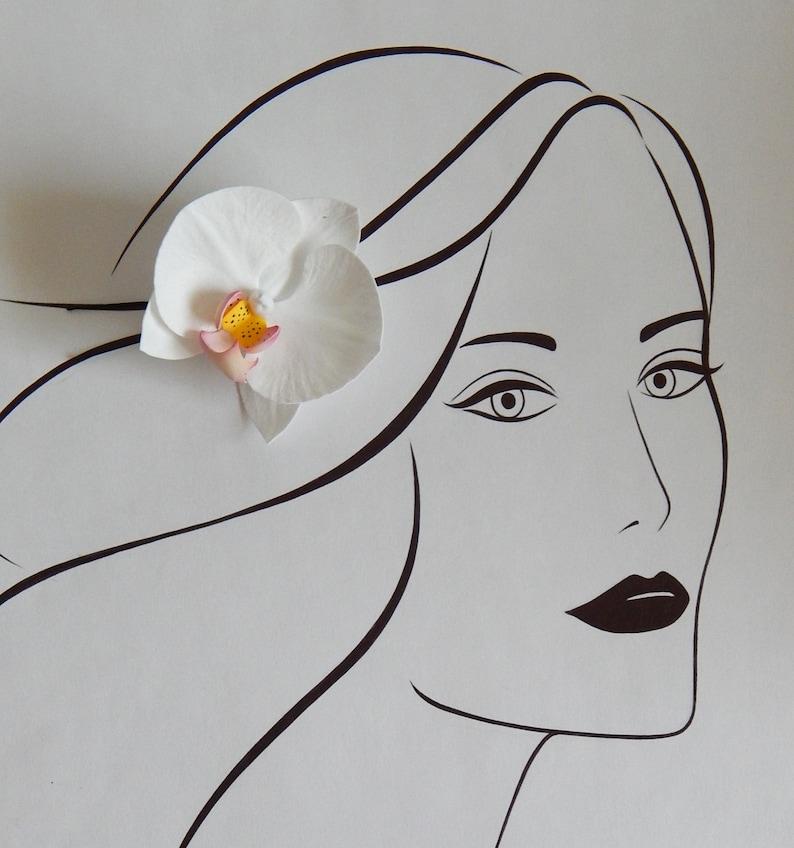 White orchid hair clip Wedding hair pin Tropical flower hair clip White hawaiian flower headpiece Hawaiian hair clip Beach wedding headpiece