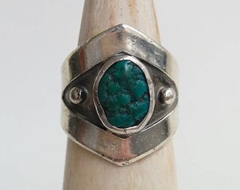 Sterling Silver Vintage Native American Southwestern Style Signed Turquoise Nugget Pointed Pebbled Ring