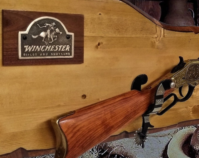 Rustic Winchester Rifle Display Wall Mount Gun Rack Spur Hangers Western Décor Cabin Gift