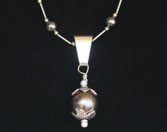 GRAY PEARL NECKLACE (Handcrafted)