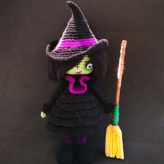 Elphaba Mini Amigurumi - YARN GEEK MAKES | 570x570