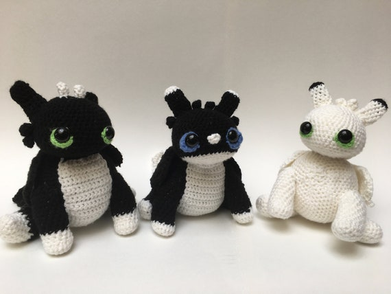PDF PATTERN Amigurumi Toothless Puppet from How to Train your Dragon franchise