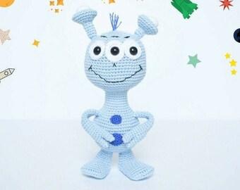 Ety the Alien Amigurumi crochet pattern. Crochet alien pattern. Cuddle-sized alien toy. Stuffed amigurumi alien