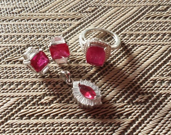 REDUCED !! Pomegranite Quartz Deco Style Set